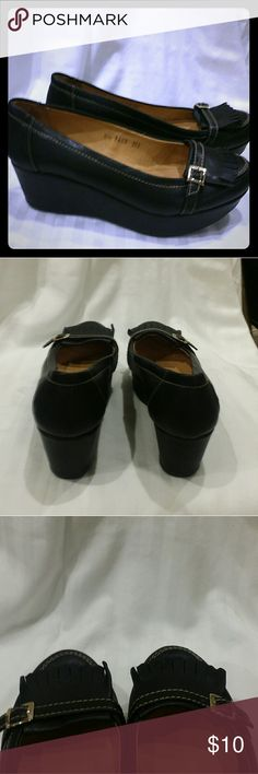 Black wedges EUC sz 8.5 Adorable black wedge loafers, women's sz 8.5, wedge is 2 inches high in the back. I bought these new and have never wore them RSVP Shoes Wedges
