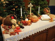 Thanksgiving - Altar decorations I'm just crazy about Claire - altar displays - Fall Church Decorations, Harvest Decorations, Church Ideas, Alter Decor, Altar Design, Church Flowers, Alter Flowers, Fall Flowers, Thanksgiving Centerpieces