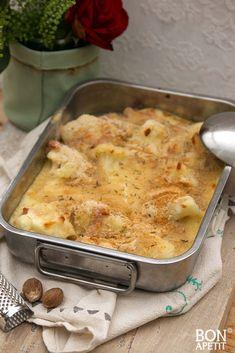 Geweldige gegratineerde bloemkool met ham uit de oven is een uitstekende opwarmer voor het koude weer. Smullen voor groot en klein. Recept op BonApetit! Pork Recipes, Cooking Recipes, Dutch Kitchen, Macaroni And Cheese, Groot, Ethnic Recipes, Desserts, Tailgate Desserts, Postres