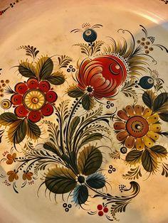 Tole Decorative Paintings, Tole Painting, Folk Art Flowers, Flower Art, Norwegian Tattoo, Rosemaling Pattern, Norwegian Rosemaling, German Folk, One Stroke Painting