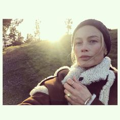 """Polubienia: 5,590, komentarze: 86 – Carolyn Murphy (@carolynmurphy) na Instagramie: """"Forget not that the earth delights to feel your bare feet and the winds long to play with your…"""""""