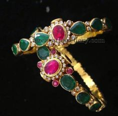 Jewellery Designs: Lovely Bangles with Emeralds India Jewelry, Ethnic Jewelry, Antique Jewelry, Emerald Jewelry, Gold Jewelry, Jewelery, Bangle Box, Bangle Bracelets, Necklaces