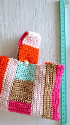 ingthings: Little crochte bag (and rain is coming) Crochet Case, Knit Crochet, Crochet Style, Crochet Handbags, Crochet Purses, Easy Sewing Projects, Crochet Projects, Bobble Stitch, Sewing For Beginners