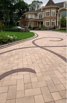 1289799922paver_driveway_with_decorative_inlay_kennett_square_pa.jpg (280×427)