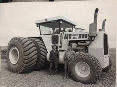 The Honey Bee tractor 800hp!! Wow, wonder if this is still around today somewhere??...
