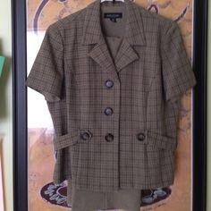 Woman's 2 piece suit Women's two piece perceptions petite suit.. Elastic waist with back zipper. 100%polyester. SIze 16p..EUC!! Perceptions petite Other