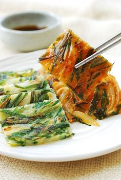 Buchujeon (Korean garlic chive pancakes) - The Best Indian Recipes Korean Side Dishes, Vegetarian Recipes, Cooking Recipes, Healthy Recipes, Pancake Recipes, Cooking Food, Vegetarian Cooking, Easy Cooking, Healthy Food