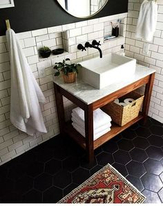 Remodeling A Small Shower Ideas Remodeling A Small Bathroom Remodeling A Small Bathroom With Tile 99 Small Master Bathroom Makeover Ideas On A Budget 47 Bathroom Inspiration, Farmhouse Bathroom Decor, Decor, Upstairs Bathrooms, Bathrooms Remodel, Bathroom Decor, Small Master Bathroom, Bathroom Remodel Master, Home Decor