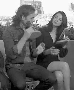 Sam & Cait accepting their TV Awards Outlander Novel, Outlander Season 2, Sam Heughan Caitriona Balfe, Sam Heughan Outlander, Jaime Fraser, Sam And Cat, Dragonfly In Amber, Frases
