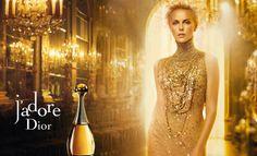Como seguramente has visto en televisión, la fabulosa Charlize Theron es imagen de la firma Dior y su perfume J'Adore.