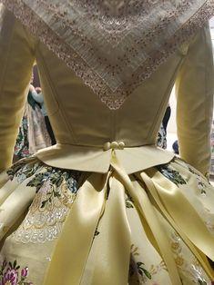 Old School Fashion, Regional, Dresses, Dressmaker, Hair Combs, Petticoats, School Fashion, Historical Clothing, Vestidos