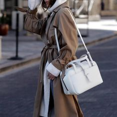 Winter Whites ✨ This bag has been coming with me everywhere, and it's the perfect bag to transition into spring. The material, the… Paris Fashion, Fashion Bags, Fashion Outfits, Womens Fashion, Bags Online Shopping, Online Bags, Winter Outfits, Cool Outfits, Casual Street Style
