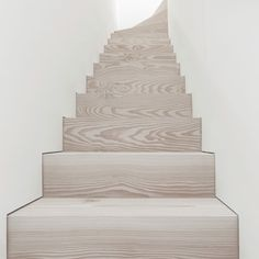 いいね!1,370件、コメント15件 ― Dinesenさん(@dinesen)のInstagramアカウント: 「Douglas staircase designed by @jen_alkema for a private residence in Amsterdam #dinesen…」