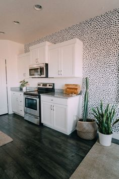 It's house tour time! I did a room tour a while back so I will link that post here, but today I am showing you all the rest of the house! Our house isn't 100 finished… Interior Design Kitchen, Kitchen Decor, Interior Decorating, Decorating Tips, Home And Deco, My New Room, Dream Rooms, Apartment Living, My Dream Home