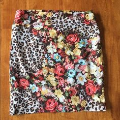☀️2XHP☀️Leopard skirt Super sexy- worn once. Excellent condition.  No trades.  Has lining underneath.7-25-15 vacation essentials & best in dresses and skirt party 11/27 party ☀️ ‼️FINAL REDUCTION‼️ price is firm Lime Skirts Mini