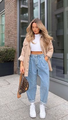 Retro Outfits, Cute Casual Outfits, Stylish Outfits, Simple Outfits, Good Outfits, Outfits With Mom Jeans, Cute School Outfits, Loose Jeans Outfit, School Appropriate Outfits