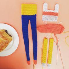 Cheeky croissant while the littlest lad naps and finishing up the #orvilledollstar cape  #crochet #haken #hakeln #hekle #virka #virkning #crochetersofinstagram #instacrochet #igcrochet #crochetgirlgang #crochetaddict #crochetlove #craftastherapy #makersgonnamake #makersmovement  #madeinmanchester #indiecraft #dollmaker #handmade #amigurumi #amigurami #amigurumilove #amigurumiaddict #kawaiicrochet #rockndollstars #yarn #yarnaddict #paintboxyarns #pickyourpalette