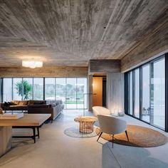 Casa Meco / Atelier RUA Interior Exterior, Best Interior, Interior Design, Living Area, Living Spaces, Dark Ceiling, Open Fireplace, Spacious Living Room, Al Fresco Dining