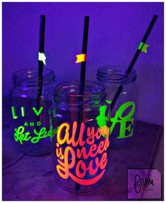 frascos vasos tragos frases tazas chops personalizados fluo Neon Birthday, Birthday Party For Teens, 16th Birthday, Birthday Party Themes, Glow Party, Its My Bday, Sweet Sixteen, Sweet 16, Party Time