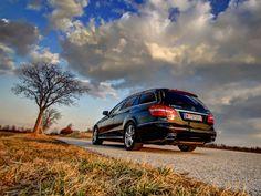 [Mercedes E250 CDI 4Matic T-Modell] Die E-Klasse zählt seit Jahrzehnten zu den beliebtesten Oberklasse-Fahrzeugen. Wir haben den Kombi mit dem sparsamen 4-Zylinder-Diesel in Kombination mit Allradantrieb getestet. #mercedes #e250 #eklasse Mercedes Smart, Mercedes Benz, Motor Car, Cars And Motorcycles, Diesel, Vehicles, Autos, Top Hats, Scale Model