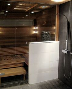 Glass wall between sauna and shower Bathroom Spa, Bathroom Renos, Bathroom Layout, Spas, Sauna Hammam, Portable Steam Sauna, Sauna Shower, Sauna Design, Outdoor Sauna