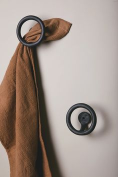 Our coil-built Uni wall hook is ready to let your hand towels shine. Built one at a time with meticulous craftsmanship, each Uni wall hook holds up to 5 lbs. Bathroom Towel Hooks, Downstairs Bathroom, Master Bathroom, Diy Hooks, Black Towels, Towel Hanger, Chaise Vintage, Bathroom Ideas, Bathroom Renos