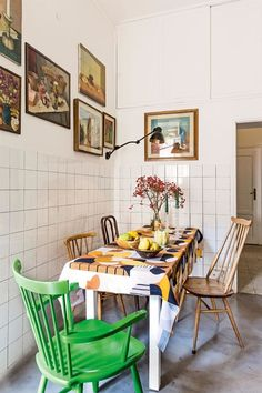 Tour the bold and eclectic Italian home of artist Liselotte Watkins. Ercol Furniture, Outdoor Furniture Sets, Vintage Furniture, Kitchen Interior, Kitchen Design, Kitchen Artwork, Vogue Living, Italian Home, Apartment Living