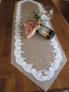 burlap runner www. Burlap Table Runners, Lace Table, Burlap Crafts, Diy And Crafts, Sewing Crafts, Sewing Projects, Table Runner Pattern, Burlap Fabric, Decoration Table