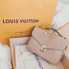 2019 New Louis Vuitton Handbags Collection for Women Fashion Bags have it Cheap Purses, Cheap Handbags, Cute Purses, Purses And Handbags, Popular Handbags, Cheap Bags, Handbags Online, Gucci Purses, Designer Purses