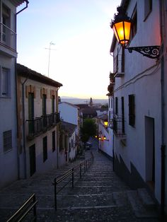 El Albayzín, Granada, España - where I had the unbelievable luxury to call home in 2009, walking the very street to class every day, or to yet another discoteca at night, or the Alhambra, etc.