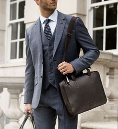 Slim laptop briefcase by @oppermannlondon . Perfect for a gent on the go.