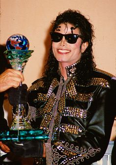 Photo of Our King for fans of Michael Jackson 11372662 Michael Jackson 1988, Mike Jackson, Jackson Bad, Jackson Family, Lisa Marie Presley, Paris Jackson, Whitney Houston, Boy Scouts, Elvis Presley