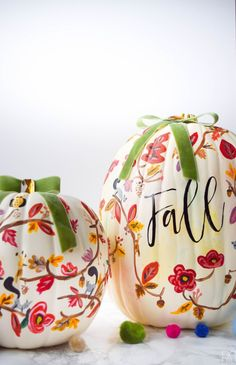 DIY Painted Fall Pumpkin - PMQ For Two DIY Painted Pumpkin Tutorial. Painting your own Rifle Paper Co. inspired fall pumpkin is super easy with these step-by-step painting instructions and videos. Come see how I made THE pumpkin of the season. Halloween Porch, Fete Halloween, Halloween Crafts, Halloween Ideas, Pumpkin Crafts, Fall Crafts, Holiday Crafts, Diy Pumpkin, No Carve Pumpkin Ideas