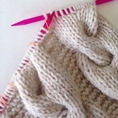 5cd2663296bc3 Tricoter un Snood torsadé Laine Rico Essentials Comment Tricoter Une Écharpe,  Tricot Facile, Bricoler