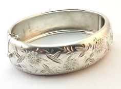 c1884, ANTIQUE 19thC VICTORIAN SOLID SILVER AESTHETIC HINGED BANGLE BRACELET