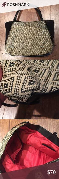 "Stella & Dot Diamond Raffia ""The Swich"" Bag Has some fraying at the bottom edge ( pictured), has zippers on either side. Stella & Dot Bags"