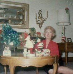 Teenager in the also had many hobbies today. They liked to hang out, party with friends, and especially go to bars and discos. So wh. Vintage Christmas Photos, Xmas Photos, 1950s Christmas, What Is Christmas, Old Fashioned Christmas, Christmas Past, Christmas Tree Ornaments, Vintage Photographs, Vintage Photos