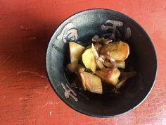 Bols japonais – Pommes de terre nouvelles (et courgette) | Lutsubo Sprouts, Vegetables, Food, Zucchini, Apples, Kitchens, Japanese Bowls, Japanese Recipes, Eten