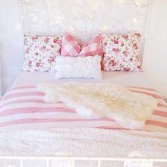 Pink floral bedspread #girlydecor