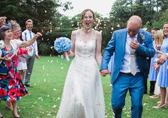 Cotswold wedding, confetti shot