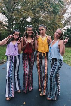 35 Cutest, Craziest & Coolest Group Halloween Costumes for your Girl Squad - Hike n Dip Check out best Group Halloween costumes idea that'll make your girl squad shine like never before. Flaunt your friendship with these Group Halloween Outfits Halloween Costume Teenage Girl, Best Group Halloween Costumes, Halloween Outfits, Diy Halloween, Halloween College, Hippie Halloween Costumes, Diy Hippie Costume, Girl Group Costumes, Couple Halloween