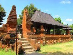 rumah adat cirebon House On Stilts, Main Gate, Cirebon, Travel Around, Palace, Places To Visit, Cabin, The Originals, Architecture