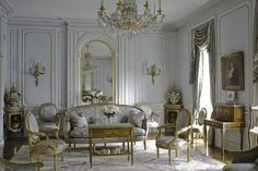 Lovely French Style Living Room Design And Decoration Ideas 07 - Living rooms are essential to every home and deserve all the attention, budgets and facilities you can think of. It is the family personality reflecte. French Interior Design, Classic Interior, French Interiors, Interior Styling, French Country Living Room, French Country Style, French Cottage, Parisian Style, Architecture Design