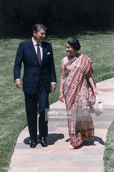 Full-length image of US president Ronald Reagan walking with Indian prime minister Indira Gandhi (born Indira Priyardarshini Nehru, 1917 - along a stone path, Washington.