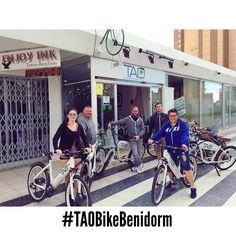 Estos chicos de #toulouse van a disfrutar el último día del año con nuestras #taobike en #benidorm !! #felizañonuevo #happynewyear #electricbikes #bicicletaselectricas #cyclehire #alquilerbicicletas #ilovemyjob