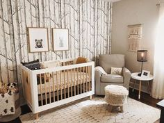 17 Adorable DIY Ideas for Your Woodland Nursery Dreaming of a nursery full of woodland wonder? This roundup of cute and clever DIY nursery ideas will drive you and your little one wild! Nursery Modern, Nursery Neutral, Neutral Nurseries, Rustic Nursery Boy, Woodland Nursery Boy, Rustic Baby Rooms, Hunting Nursery, Woodland Room, Natural Nursery