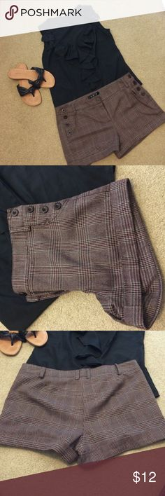 Brown Plaid shorts L Brown Plaid Shorts in a size Large Shorts