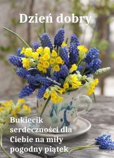 Spring Flower Arrangements, Flower Vases, Floral Arrangements, Fresh Flowers, Spring Flowers, Beautiful Flowers, New Years Decorations, Arte Floral, Centerpiece Decorations