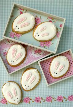 Galletas decoradas / Iced biscuits Galletas en 2019 , Easter Baskets and Easter No . Iced Cookies, Cute Cookies, Easter Cookies, Easter Treats, No Egg Cookies, Cupcake Cookies, Royal Icing Cookies, Sugar Cookies, Cookie Favors
