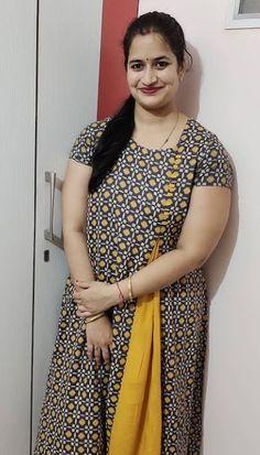 Beautiful Women Over 40, Indian Girls Images, Saree Styles, Real Beauty, India Beauty, Beautiful Indian Actress, Indian Actresses, Friends Mom, Telugu